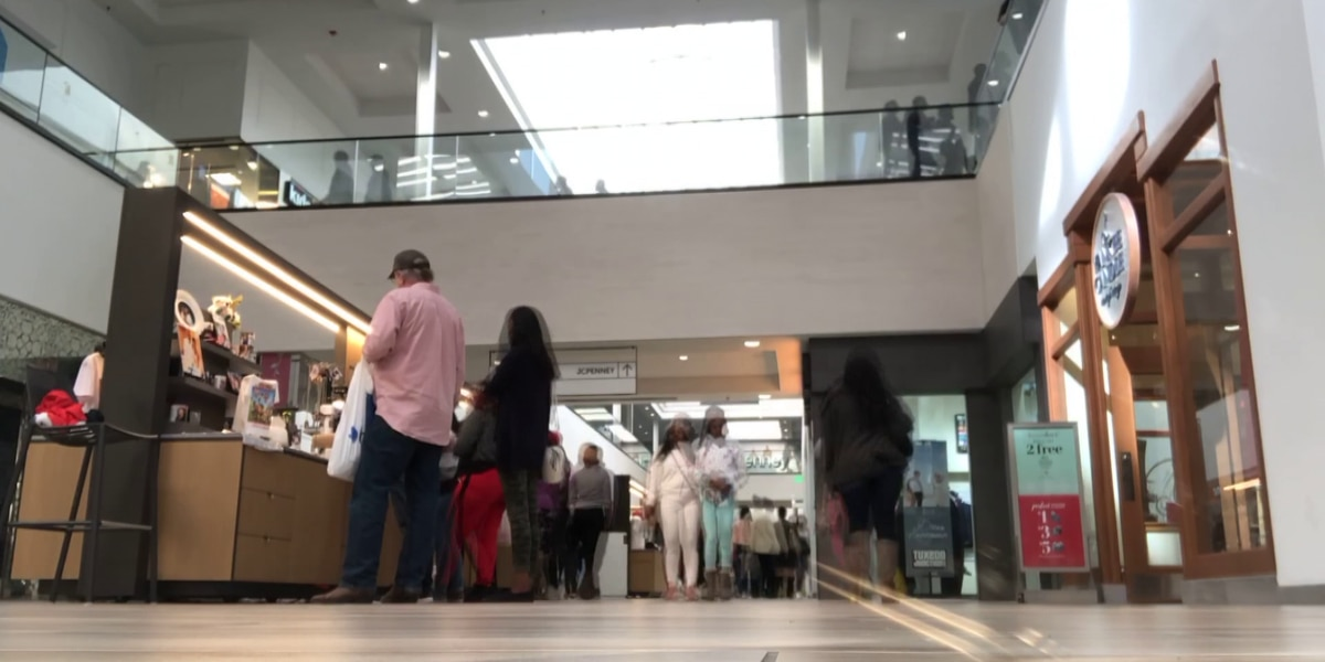 Shoppers swarm Northpark Mall for last-minute Christmas shopping