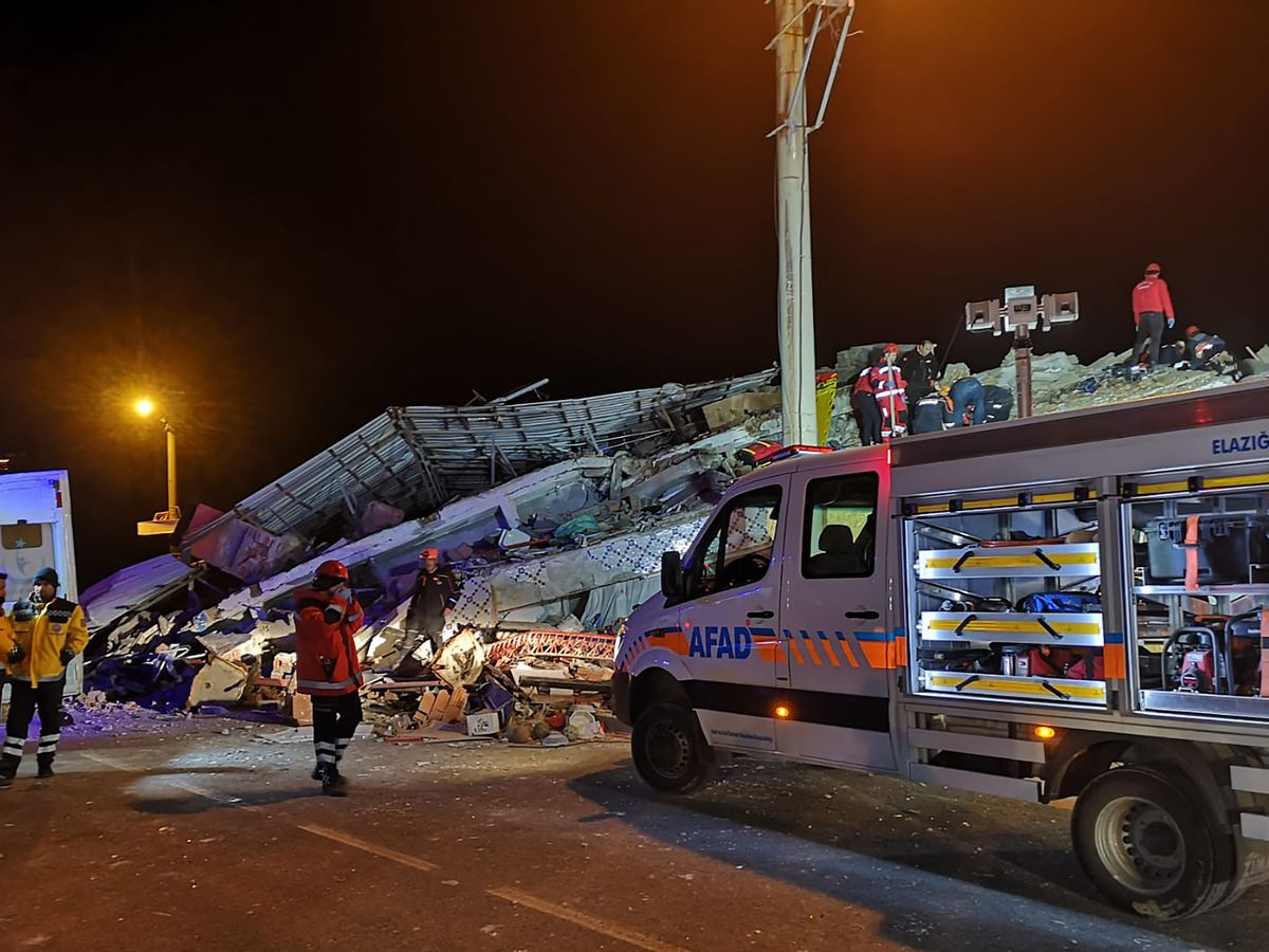 Death toll from eastern Turkey earthquake climbs to 21