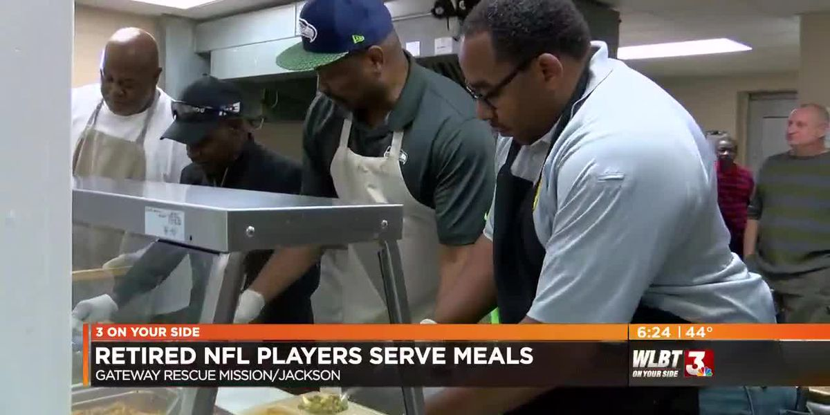 VIDEO: Retired NFL players serve Thanksgiving meals