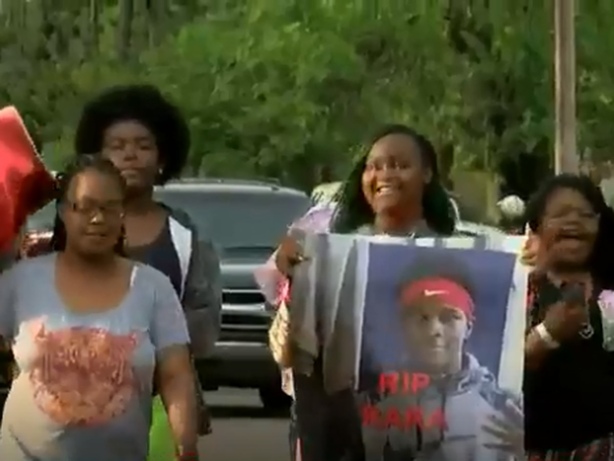 Community holds vigil for 14-year-old Rodrick Johnson