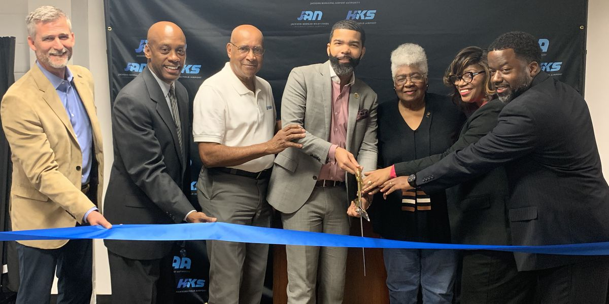 Jackson Municipal Airport Authority hosts grand opening for new concessions at JAN