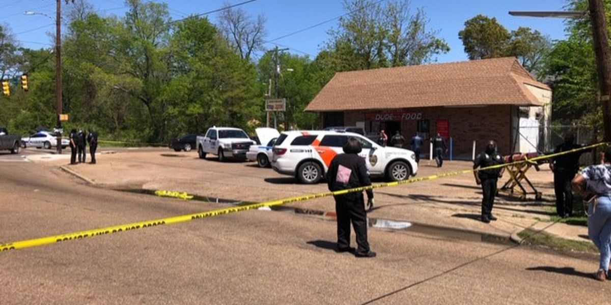 Man dead after shooting in convenience store