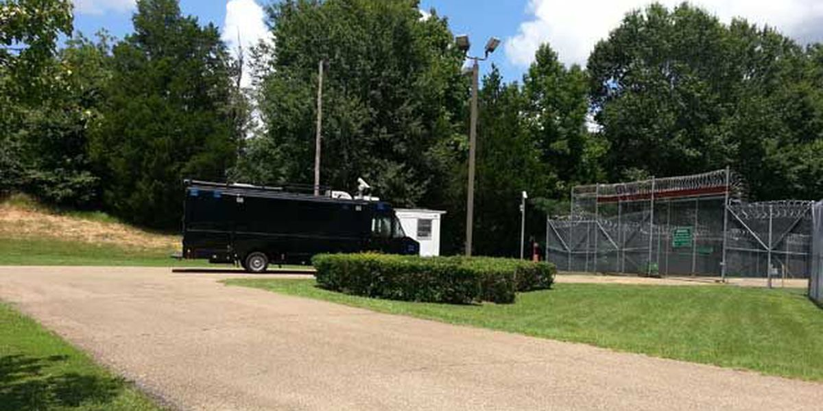 2 officers at Hinds Co. detention center test positive for COVID-19