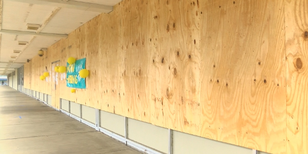 Metro stores board up to protect against potential looters