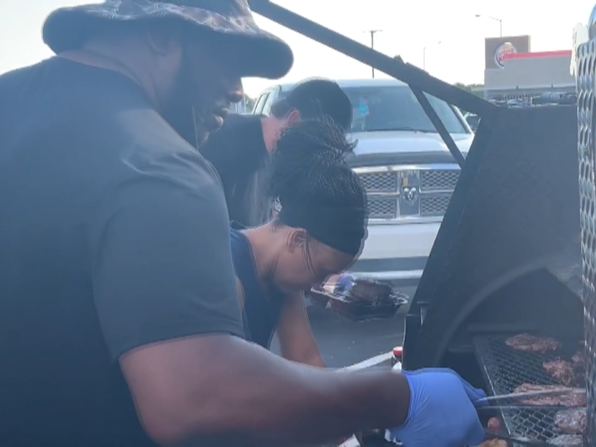 Brandon restaurant owner honors fallen mentor, promotes unity with free food for cops