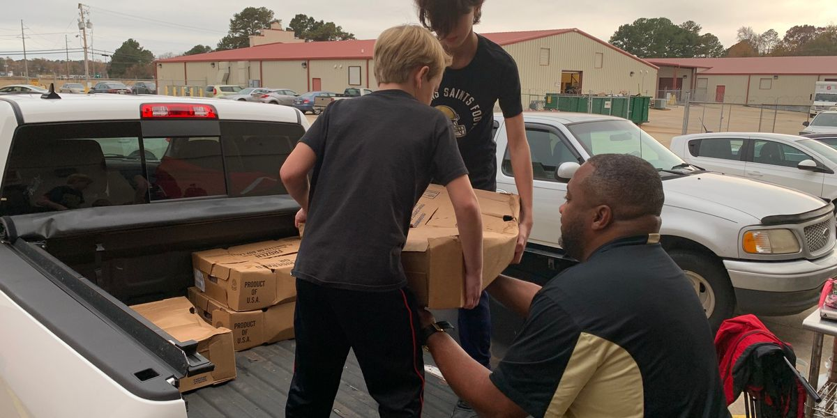 Local group donates 160 turkeys to Salvation Army