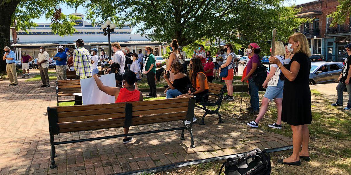 Veterans, business leaders spend Labor Day protesting Confederate statue in Oxford