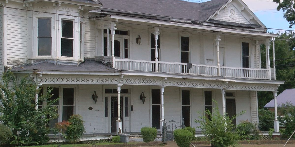 Hundreds sign petition to save 150-year-old Lexington landmark before it's demolished