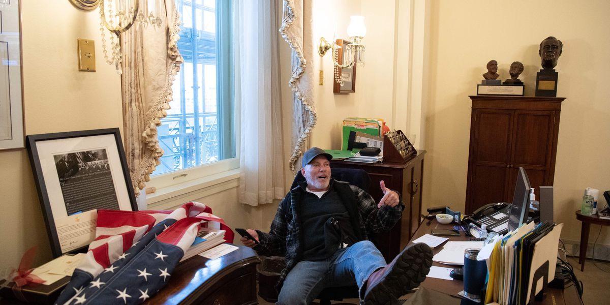 Man photographed in Pelosi's office chair claims he's retired Memphis firefighter