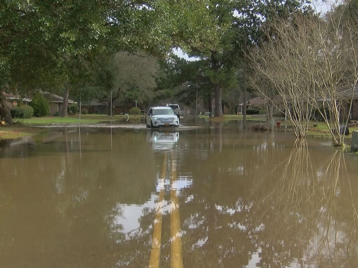 Neighbors keep watch after thieves burglarize homes of flood victims in Jackson