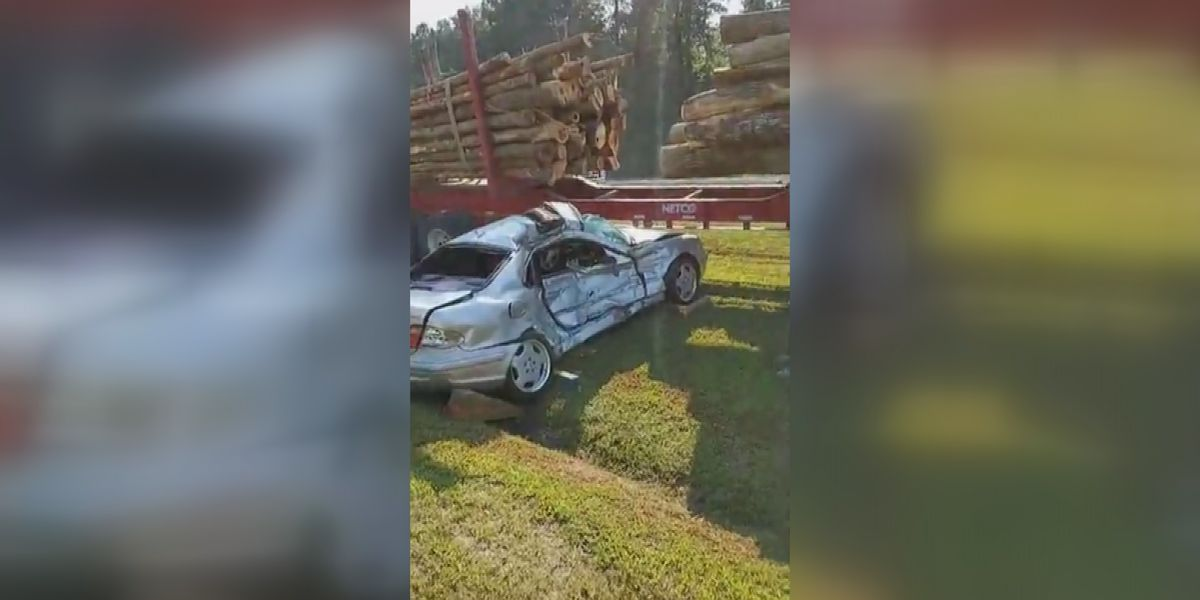 Driver taken to hospital after crash with log truck in Vicksburg