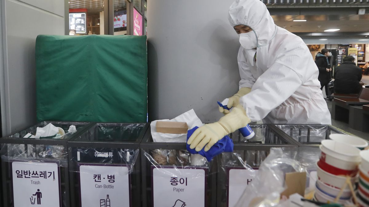 Hong Kong declares virus emergency, 2-week school closure
