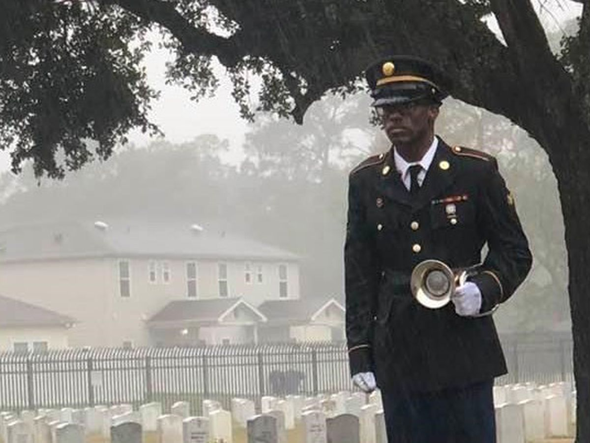 VIDEO: Soldier stands in the rain to pay tribute to WWII nurse in viral photo
