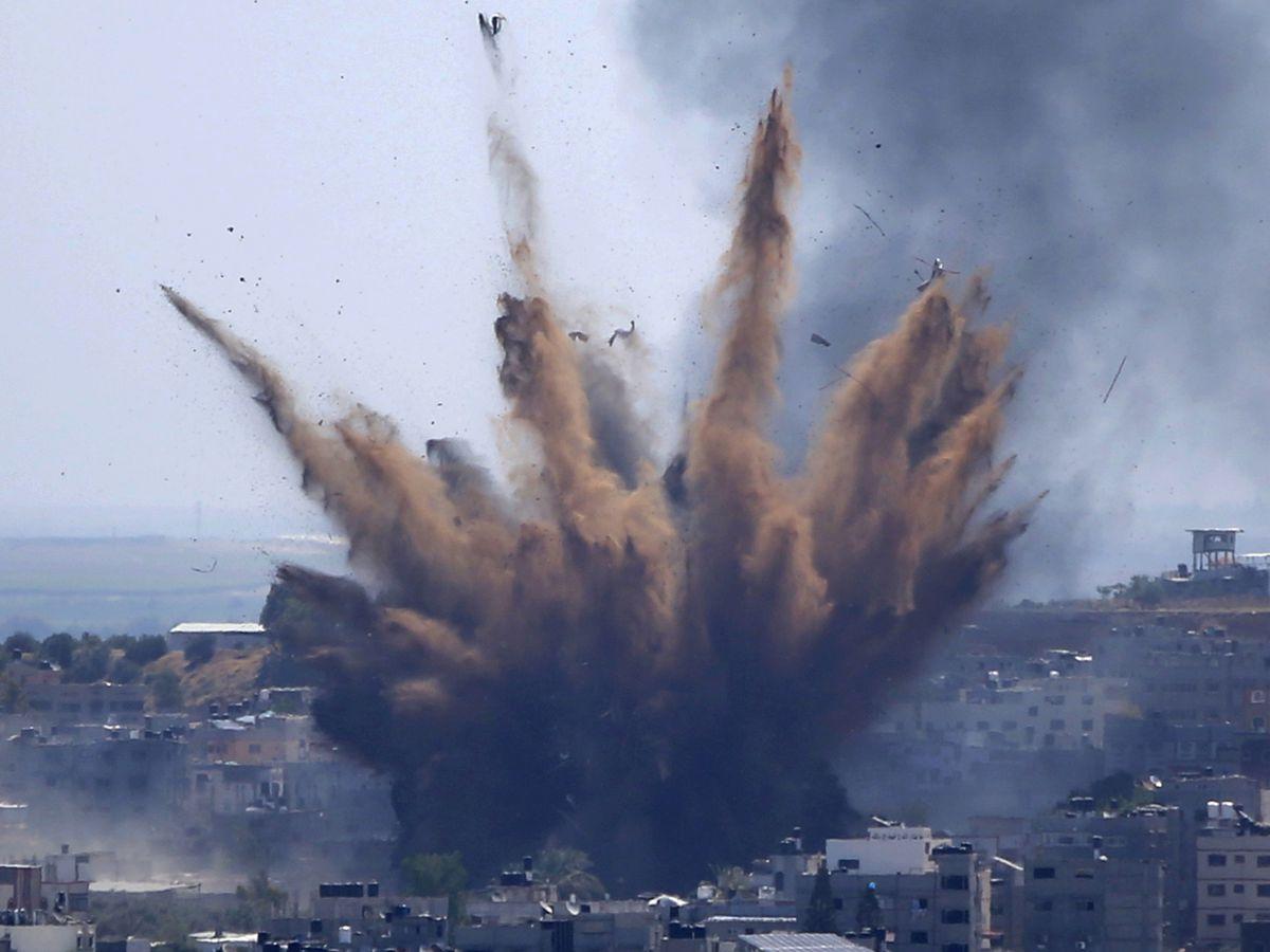Israel threatens Gaza ground invasion despite truce efforts