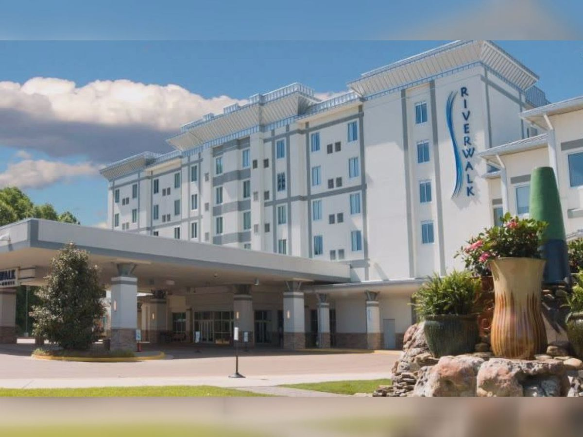 Employee at Riverwalk Casino tests positive for COVID-19