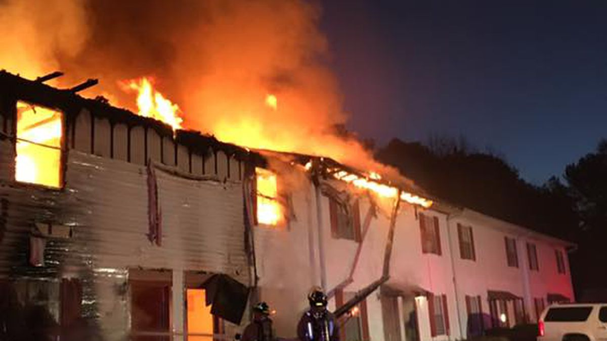 8 families displaced after Clinton apartment fire