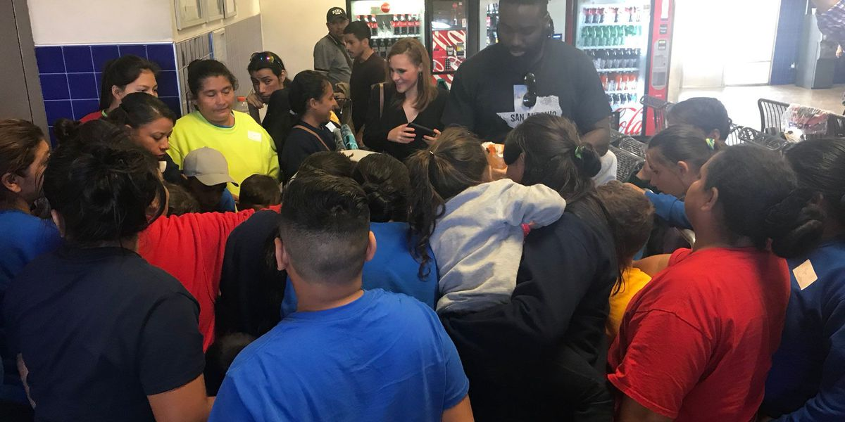Saints LB Demario Davis helps immigrant children in San Antonio