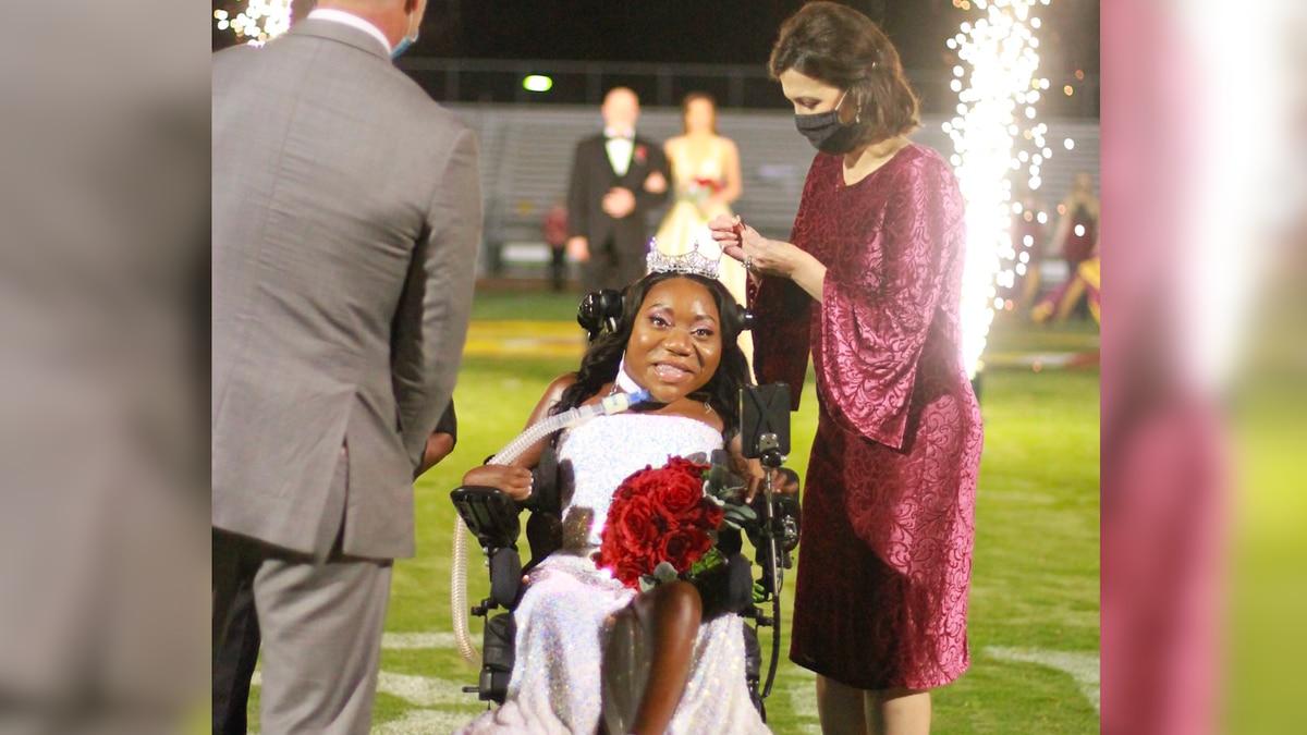 Jones College crowns first wheelchair Homecoming Queen