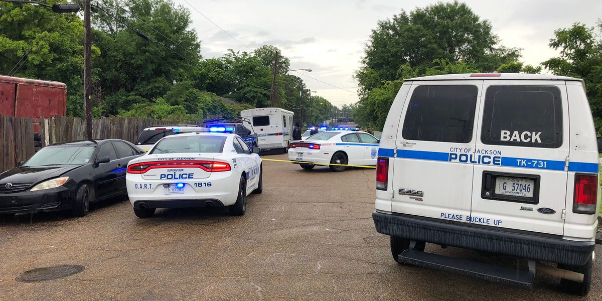 Woman shot in the shoulder while driving on Bell Street, police say