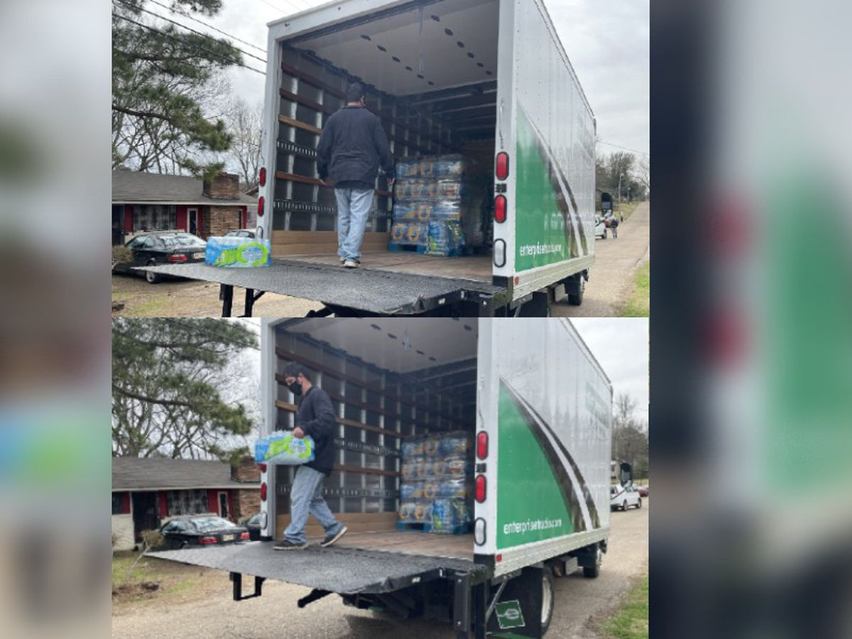 Good Samaritans pitch in to distribute water in West Jackson