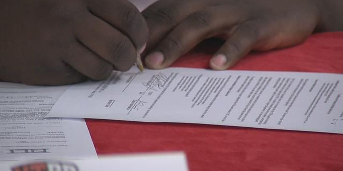 NATIONAL SIGNING DAY 2019: Athletes around metro sign national letters of intent to play college football