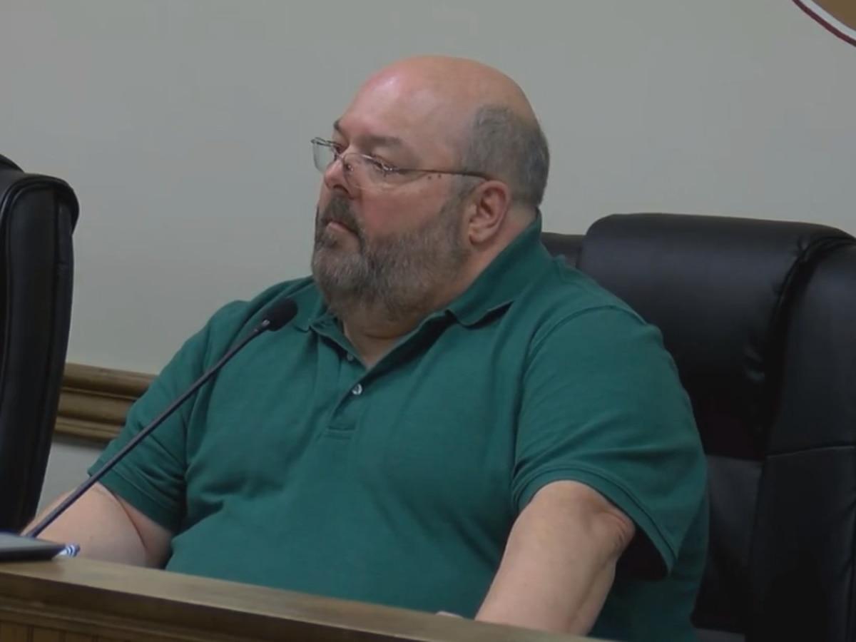 Petal mayor declines aldermen's request that he resign