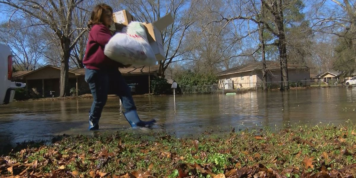 Pearl River Flood of 2020: Northeast Jackson residents rush to evacuate their homes