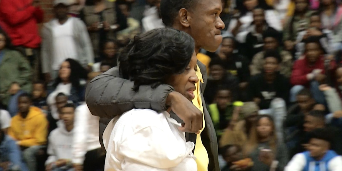 EMOTIONAL VIDEO: Moment of silence held before Greenville High School basketball game to honor Jeremiah Williams