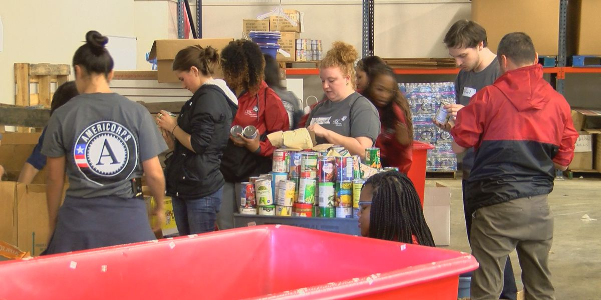 AmeriCorps volunteers celebrate with service at the Salvation Army