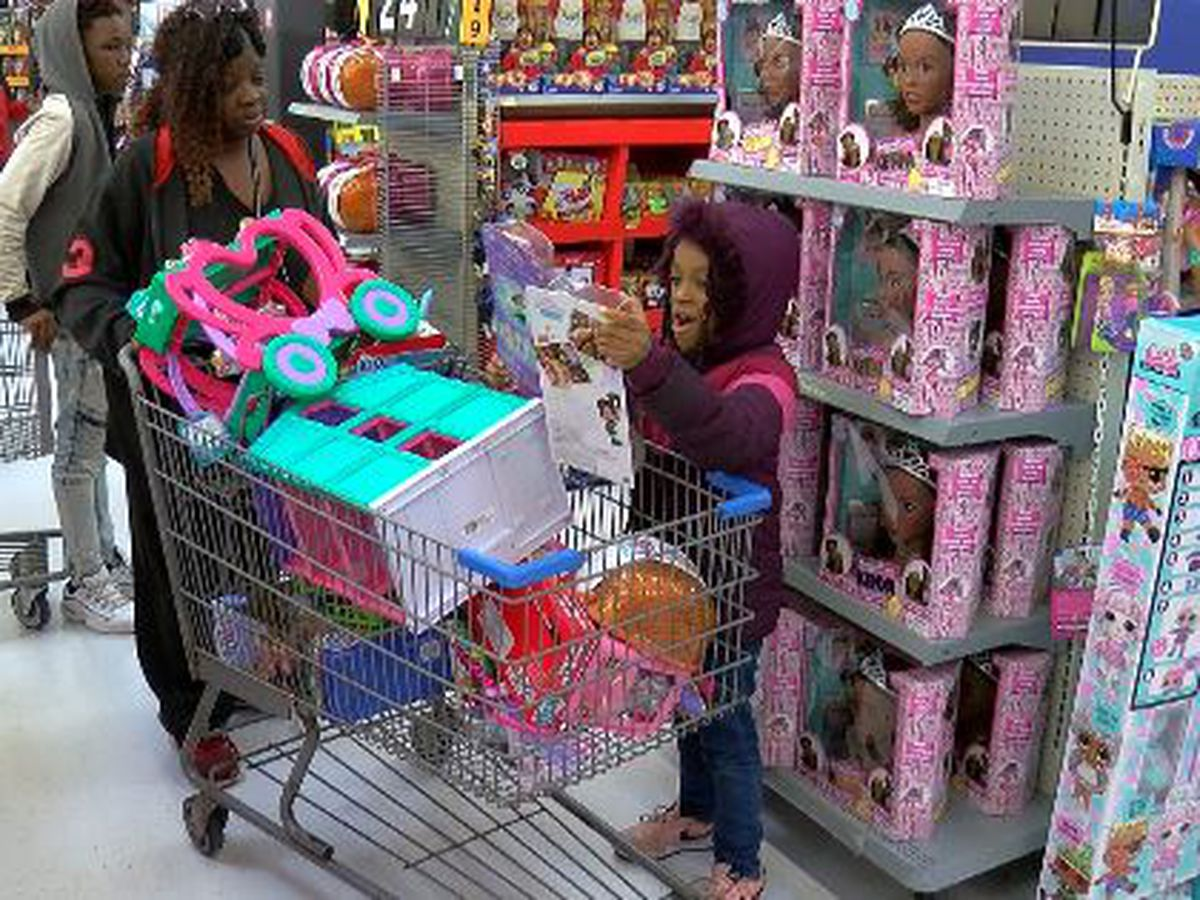 Shop with a Cop: Jackson Police Officers Association takes families Christmas shopping