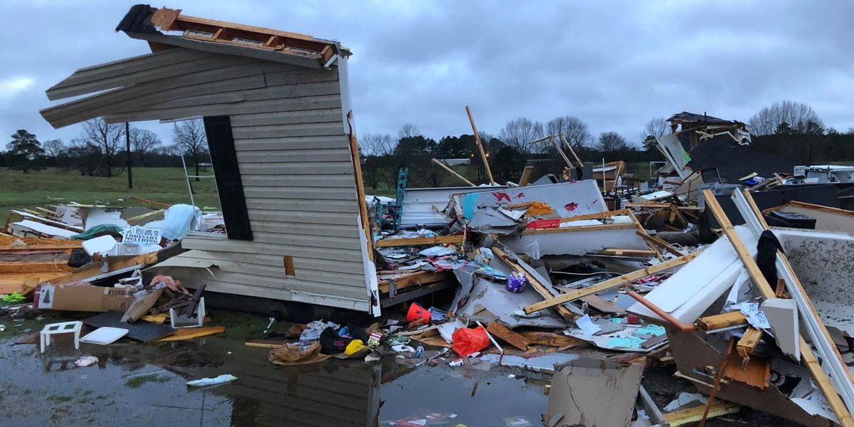 Carthage couple evacuates minutes before storm destroys mobile home