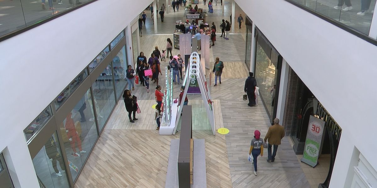 Stores full of shoppers on final weekend before Christmas