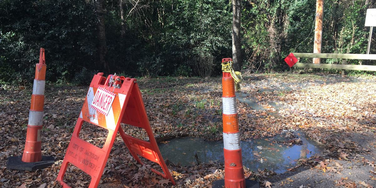 A sewage leak from a creek is flowing into the Pearl River and concerning residents