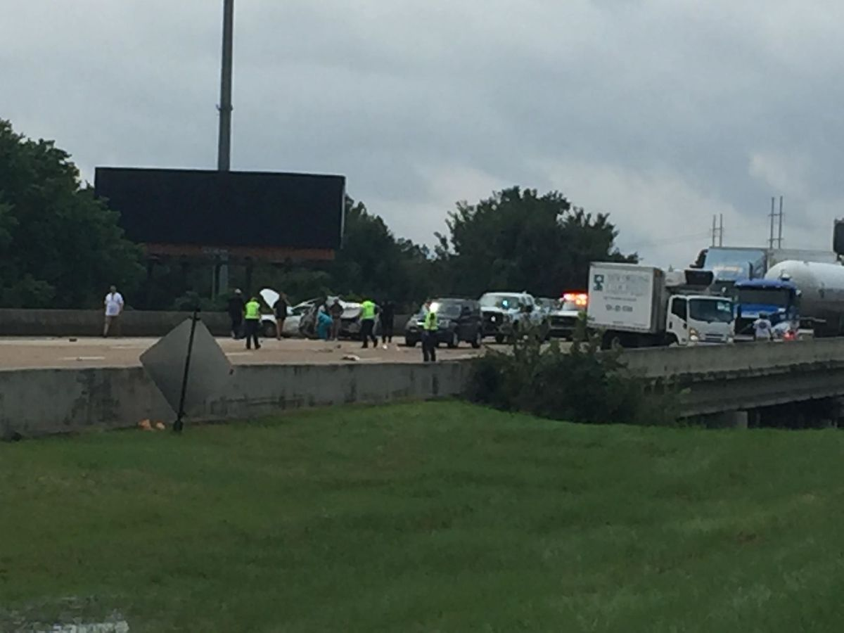 81-year-old woman killed after 18-wheeler, multiple vehicles wreck on I-55 at stack