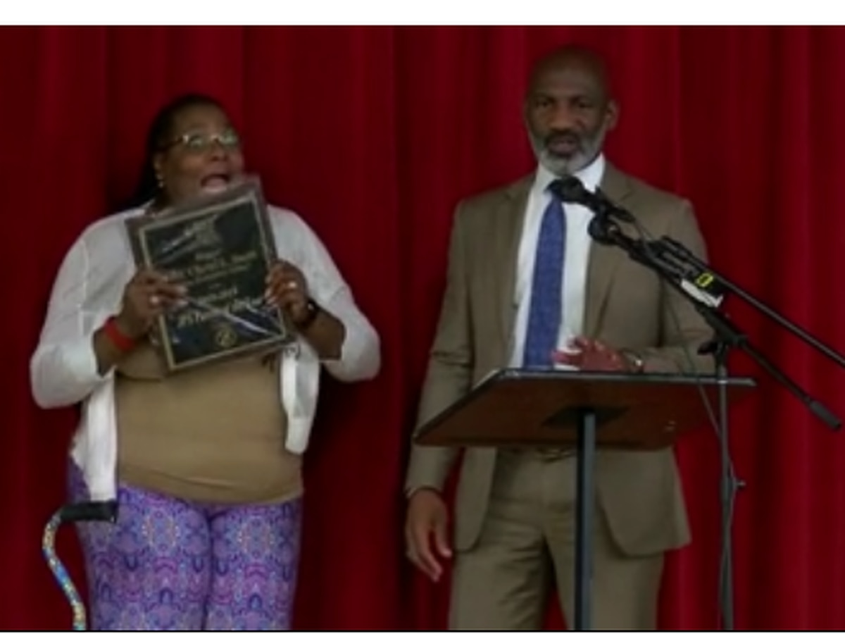 JPS names parent of the year in surprise announcement at Casey Elementary School