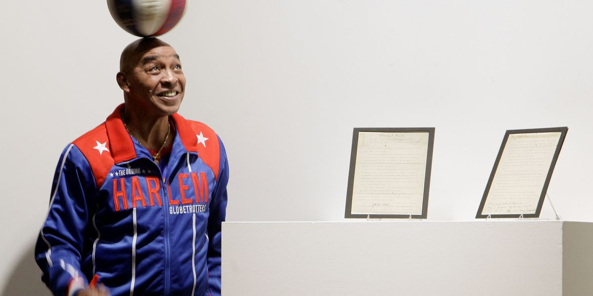 'Curly' Neal of Harlem Globetrotters dies at 77
