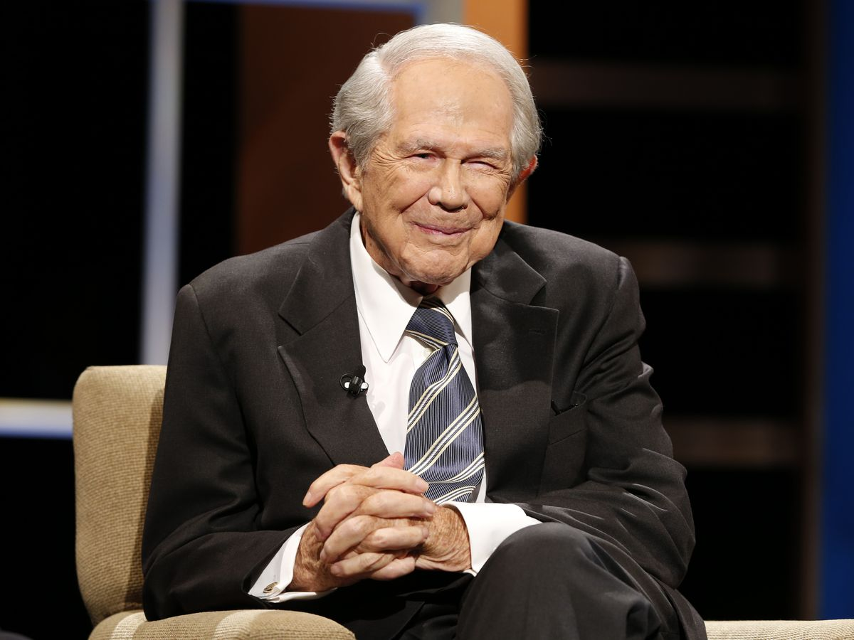 Pat Robertson says he's 'pro-police' but that Derek Chauvin needs to be 'under the jail'